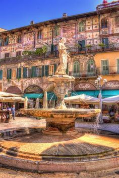Piazza delle Erbe in Verona - The square's most ancient monument is the fountain (built in 1368 by Cansignorio della Scala), surmounted by a statue called Madonna Verona.