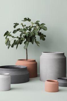 ferm LIVING - kukkaruukku - betoni. Kaunis betonista valmistettu kukkaruukku sopii sekä sisä- että ulkokäyttöön.