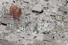 questo é cio che é succiesso nel centro italia.267 morti, 207 dei quali ad Amatrice, 49 ad Arquata e 11 ad Accumoli. I feriti sono all'incirca 387.Povera italia