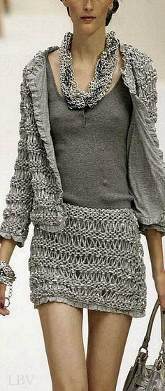 Knit & lining - Knitted runway fashion: Moschino Knitwear Fashion, Knit Fashion, Grey Fashion, Runway Fashion, Womens Fashion, Fashion Design, Gilet Crochet, Knit Crochet, Tunisian Crochet