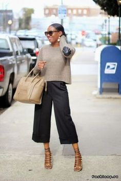 The easiest way to wear culottes this spring. By simply using these pointers you will create a chic and stylist outfit around your spring culottes. Mode Outfits, Chic Outfits, Fashion Outfits, Womens Fashion, How To Style Culottes, Mode Inspiration, Mode Style, Work Fashion, Fashion Fashion