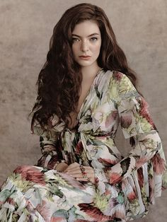 Lorde in Gucci photographed by Robbie Fimmano for Vogue Australia, July 2015 Floral Print Lorde, Mtv, Royals, Vogue Covers, Badass Women, Female Singers, Celebs, Celebrities, Girl Power