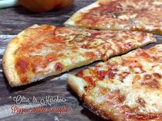 Pizza recipes - Pizza sottile in teglia, croccante – Pizza recipes Pizza Recipes, Cooking Recipes, Gorgonzola Pizza, Focaccia Pizza, Chicago Style Pizza, Pizza House, Pizza Restaurant, Chicken Pizza, Good Pizza