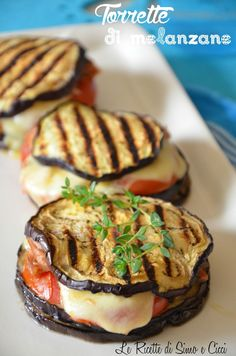 Aubergine towers - The recipes of Simo and Cicci - Eggplant towers. Source: The recipes of Simo and Cicci Vegetable Dishes, Vegetable Recipes, Vegetarian Recipes, Cooking Recipes, Healthy Recipes, Healthy Foods, Antipasto, Italian Recipes, Food Inspiration