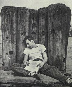 Montgomery Clift taking a break. Old Hollywood Actors, Hollywood Celebrities, Vintage Hollywood, Hollywood Stars, Classic Hollywood, Fifty Cent, Montgomery Clift, Cinema, Valentino Men