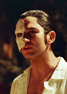 Gerard Butler in The Phantom of the Opera, adore! How does he from this to playing in 300? Well rounded.