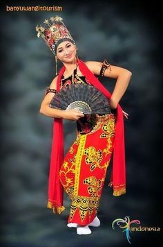 East Java have many interesting places as your vacation destination, just a half hour flight from Bali island. Enjoy you trip with friendly people, sweet. Traditional Fashion, Traditional Dresses, Best Travel Clothes, Vietnam Costume, Bali Girls, Folk Costume, Asian Woman, Female, Cultural Dance