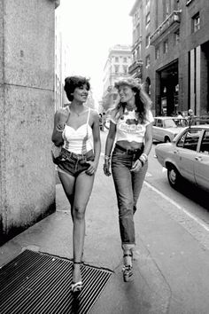 The street style before being known by street style. We all know that fashion trends come and go and it's crazy how on-trend so many of these looks are at the moment. Pin Up Outfits, Indie Outfits, Vintage Street Fashion, Retro Fashion, Vintage Looks, Retro Vintage, Vintage Style, 60s Fashion Trends, Merry Widow
