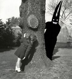 I would totally shit myself if that came around a tree. Aaron B. Heimlich From the Shedim (Benevolent Demon) series Vintage Bizarre, Creepy Vintage, Arte Horror, Horror Art, Art Sinistre, Creepy Photos, Arte Obscura, Creepy Art, Dark Art