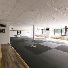 Academia Jiu Jitsu, Gym Interior, Interior Design, Jiu Jitsu Gym, Martial Arts Gym, Fight Gym, Karate Dojo, Taekwondo, Mma Gym