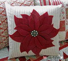 Poinsettia Pillow at The Crafty Quilter tutorial