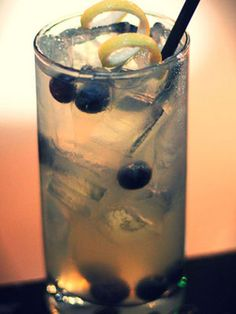 Patriotic Drinks We Love: Statue of Lemonade  Vodka, lemonade, and blueberries.