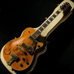 Gretsch Custom Roundup Knotty Pine Relic (Built by Stephen Stern) 2015 Electric Guitar And Amp, Vintage Electric Guitars, Vintage Guitars, Guitar Amp, Cool Guitar, Acoustic Guitar, Rockabilly Music, Archtop Guitar, Beautiful Guitars