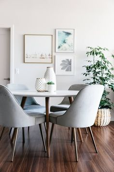 Take a tour of my modern and minimalist living room. My interior design style is a blend of minimalism, mid-century modern, Scandinavian and SoCal vibes. #moderndecor