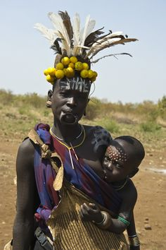 ETHIOPIA - Mursi Tribes African Shop, African Art, Most Beautiful People, Black Is Beautiful, People Around The World, We The People, Mursi Tribe, Tribal Costume, Tribal People