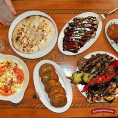 Λαχταριστά μεζεδάκια  για μεσημεριανό αλλά και  για οποιαδήποτε ώρα της ημέρας. Ελα στο Χρησιμοπωλειον και απόλαυσε μοναδικές γεύσεις μονο με 11€ Δες το μενου μας στο www.xrisimopolion.gr Zucchini, Chicken, Meat, Vegetables, Food, Essen, Vegetable Recipes, Meals, Yemek