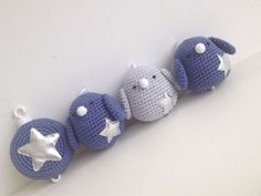 Blog over haken, babykamer ideeen, traktatie ideeen en leuke spulletjes voor in huis. Diy Crochet, Crochet Amigurumi Free Patterns, Crochet Baby Toys, Crochet Birds, Baby Girl Crochet, Crochet Bebe, Crochet Animals, Crochet Dolls, Crochet For Kids