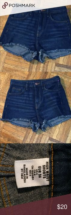 H&M high waisted jeans shorts size us 6 This is a very nice pair of high waisted jeans shorts by H&M waist 301/2 hips 341/2. H&M Jeans
