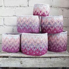 A cara da primavera {inspiração} #handmade #feitoamão #crochet #fiodemalha #decor #deco #instadecor #detalhes #goodnight #ganchillo #knits #arte #criativo #primavera ##trapillo #yarn #boanoite #decorinfantil #inspiração #inspirationFrom @kitty_knits