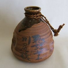 Japanese Old Ceramic Sake Jug/Bottle, w/Rope, Small Japanese Ceramics, Japanese Pottery, Pottery Wheel Diy, Sake Bottle, Japanese Sake, Stoneware Clay, Ceramic Artists, Clay Art, Pots