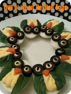 Halloween Deviled Eggs *Rook No. recipes, crafts & creative nesting*: OWL-o-ween Deviled Eggs Cute Food, Good Food, Yummy Food, Halloween Deviled Eggs, Deviled Eggs Recipe, Snacks Für Party, Owl Party Food, Food Humor, Egg Recipes