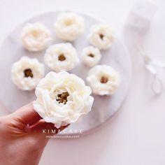 Tips which were manufactured by Kim&Cake's order are mainly used for real flowers classes See you soon in real flowers classes 제작한 팁으로 리얼플라워케이크 수업 준비중이에요! 곧 수업공지 올릴께요 #bakingclass#buttercream#cake#baking#수제케이크#weddingcake#버터크림케이크#꽃#flowers#buttercake#플라워케이크#wedding#버터크림플라워케이크#specialcake#birthdaycake#flower#장미#rose#디저트#케이크#cupcake#dessert#food#beautiful#부케#bouquet#instacake#꽃스타그램#flowercake#peony @yoon2222222