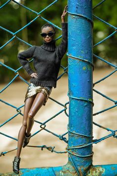 http://www.shorthaircutsforblackwomen.com/black-dolls-with-natural-hair/ .Wow! Does anybody know who this doll is? Gorgeous and amazing posing.