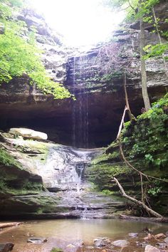 10 Hidden Waterfalls in Illinois. #illinois #illinoisnaturalattractions