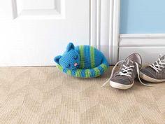 This crochet amigurumi doorstop is just too cute! Sleepy Kitty Doorstop - Media - Crochet Me