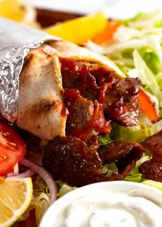 Beef Doner Kebabs ready to be eaten Best Sandwich Recipes, Kebab Recipes, Lamb Recipes, Greek Recipes, Shawarma, Serious Eats, Donair Recipe, Gyro Recipe, Recipe Tin