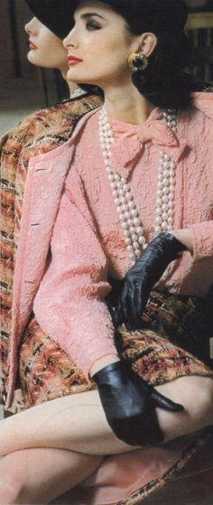 Chanel by Helmut Newton, 1983 Chanel Fashion, 80s Fashion, Fashion History, Timeless Fashion, Estilo Coco Chanel, Mode Chanel, Chanel Style, Chanel Jacket, Vintage Classics