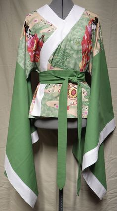 Green & white kimono-style top with tie Size 12 bust) White Kimono, Dress Sketches, Kimono Style, Kimono Fashion, Lounge Wear, Size 12, Cosplay, Costumes, Costume