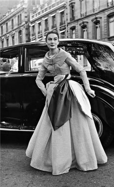 Patricia Donald-Smith in Jacques Fath - 1950 - Paris - Photo by Willy Maywald - detail