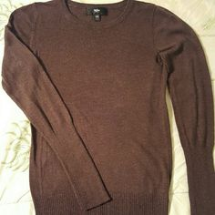 Lightweight Mossimo long sleeve crew neck sweater Lightweight Mossimo long sleeve crew neck sweater with ribbed sleeves and hem. 52% nylon and 48% rayon. LIKE NEW, no signs of wear. SIZE: Extra Small. COLOR: Dark brown. SMOKE-FREE home. mossimo Sweaters Crew & Scoop Necks