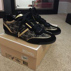 Super cute Michael Kors casual shoes! ❤️❤️❤️ Adorable gently worn Michael Kors sneakers! Michael Kors Shoes Athletic Shoes