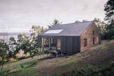 Built by Francis Pfenniger in Castro, Chile with date Images by Carlos Hevia . THE PLACE In Rilan Peninsula, facing the Castro canal, the site captivates with its views (near and far) and a varie. Wood Architecture, Contemporary Architecture, Architecture Details, Timber Roof, Timber Cladding, Tiny House, Forest House, Garden Office, Facade House