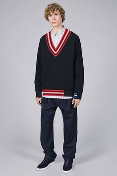 See all the Collection photos from Tommy Hilfiger Autumn/Winter 2017 Menswear now on British Vogue Fashion Week, Boy Fashion, Fashion Show, Mens Fashion, Letterman Sweaters, Tommy Hilfiger T Shirt, Mens Fall, Minimal Fashion, Minimal Style