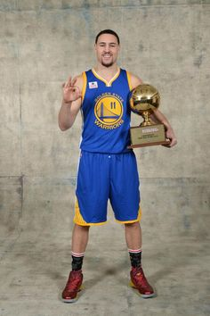 Thompson beats Curry to win 3-point title