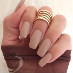 Opting for bright colours or intricate nail art isn't a must anymore. This year, nude nail designs are becoming a trend. Here are some nude nail designs. Matte Gel Nails, Nude Nails, Polish Nails, Matte Makeup, Glitter Nails, Lip Makeup, Coffin Nails, Acrylic Nails, Ongles Beiges