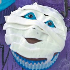 http://www.tasteofhome.com/Recipes/Mummy-Cupcakes I need lots of cupcakes for the Holden Halloween cake walk!