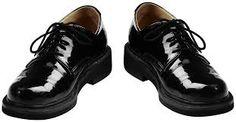 Реанимируем обувной крем  Засохший крем для обуви можно спасти, добавив в него несколько капель молока. Крем снова станет мягким, а обуви такая добавка - только на пользу.