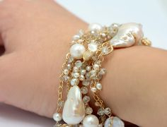 Baroque Pearl and Gold Bracelet // Beautiful