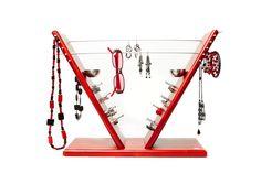 Schmuckmöbel von Sonja Steidl sind praktische Designerstücke, die smARTe Lösungen für das Schmuckchaos anbieten. Wardrobe Rack, Designer, Furniture, Home Decor, Lineup, Shelf, Products, Homemade Home Decor, Home Furnishings