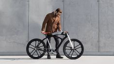 Electric bike manufacturer Noordung has designed a bicycle portable electric battery that charges phones on the go and functions as a backup speaker.
