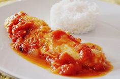 Spanish Chicken with Tomato Sauce (Pollo con Tomate) - Spanish Recipes - - This easy and delicious recipe for Spanish chicken in tomato sauce is perfect for a quick mid-week meal. Almond Sauce Recipe, Tomato Sauce Recipe, Sauce Recipes, Cooking Recipes, Meal Recipes, Easy Spanish Recipes, Spanish Rice Recipe, Chicken Recipes With Tomatoes, Spanish Dishes