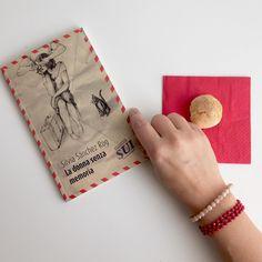 """""""Ma adesso ne è consapevole, sente un tremendo vuoto. (...) Quello che sentiva era un dolore che di per sé, incarnava la vita."""" Questo libro era nascosto tra gli scaffali della libreria Luna's Torta (via Belfiore 50 Torino), solo due copie di un piccolo libro di una casa editrice di quelle definite indipendenti. (Braccialetti Piera Romeo Design)  #leggo #citazioni #leggere #booklover #bookstagram #libro #libri #lunastorta #edizioniSUI #ladonnasenzamemoria #amoreperilibri #minimalmood…"""