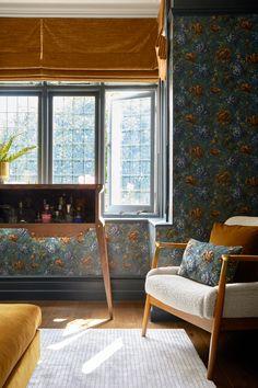 Home Decorating Online Games Info: 4447010412 Interior Design Studio, Interior Design Services, House Of Hackney Wallpaper, Classic Living Room, Floral Cushions, Soho House, Dark Walls, Living Room Inspiration, Living Room Sets