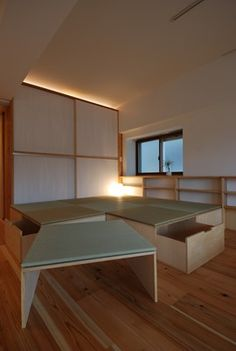 移動ができる Modern Japanese Interior, Japanese Interior Design, Decor Interior Design, Japanese Tiny House, Tatami Room, Tiny Loft, Style Japonais, Small Apartment Storage, Beautiful Bedrooms