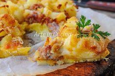 Sbriciolata di patate e salsiccia, gratinata, ricetta piatto unico facile, idea per cena, ricetta saporita con patate, torta salata ottima anche come antipasto