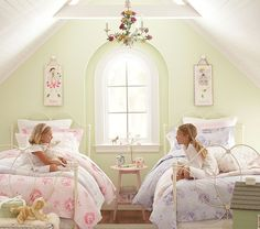 Perfect sister room // I must be pregnant and already know I'm having two girls... of different ages... since I'm pinning this.